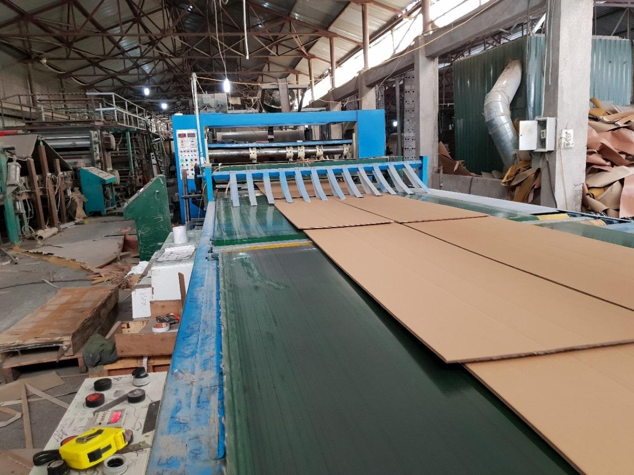quy trình dán ghép và định hình bìa giấy thùng carton