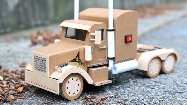 làm đồ chơi từ thùng carton