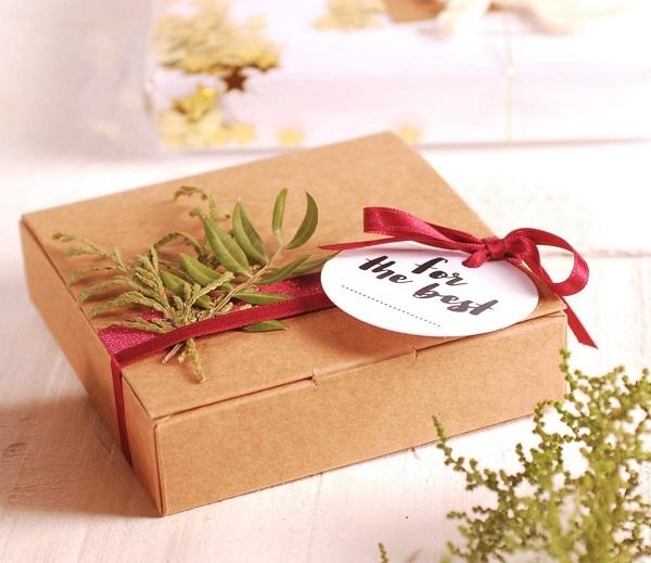 giấy bìa cứng làm hộp quà